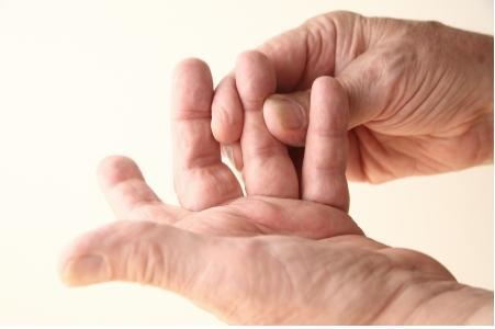 뇌졸중부터 목 디스크 까지...손 끝을 보면 건강이 보인다