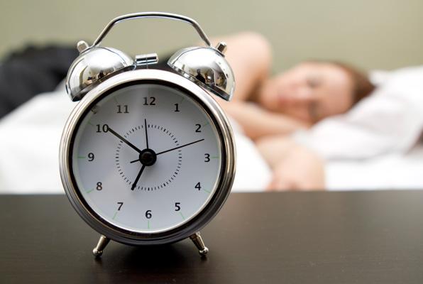 주말에 잠 몰아서 자면 날씬해진다